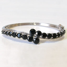 Black Spinel Bangle Brie