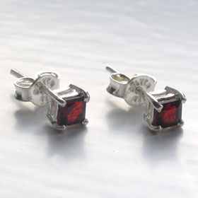 Garnet Stud Earrings Shula