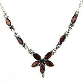 Garnet Necklace Isolde