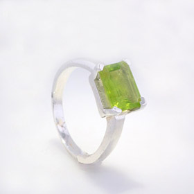 Peridot Ring Turner