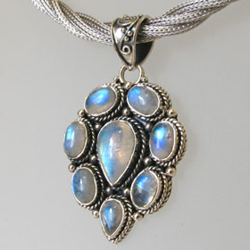 Rainbow Moonstone Pendant Antonia