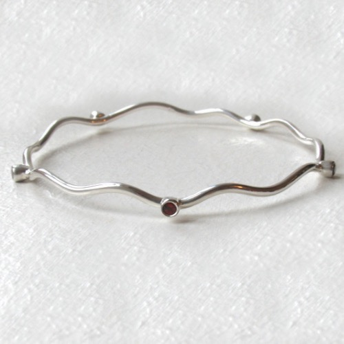 Sterling Silver Bangle Gwendoline With Garnets